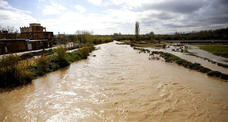 خبرنگاران مقاطع حادثه خیز رودخانه ها و راه های شیروان شناسایی شد